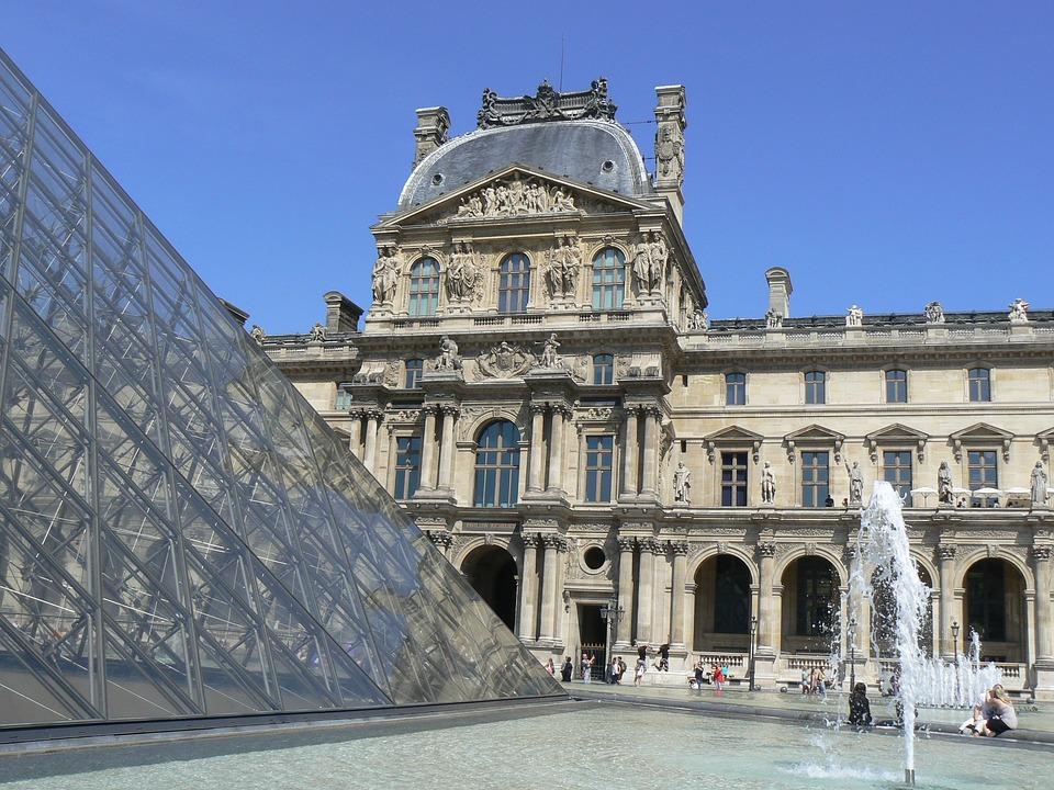 Paris, Eiffel Tower lunch & Louvre museum tour
