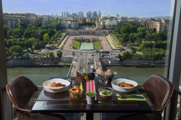 Paris tour & Eiffel Tower lunch